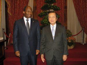 Le Ministre d'Etat et le Secrétaire Général de la Présidence SEM Timothy C. T. Yang
